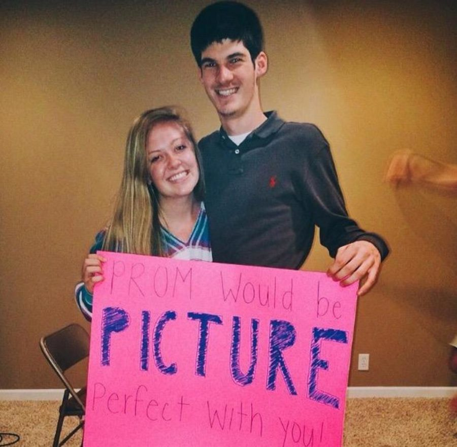 Senior+Joe+Ryan+%22proposed%22+prom+to+senior+Christina+Bacon.+She+said+yes.