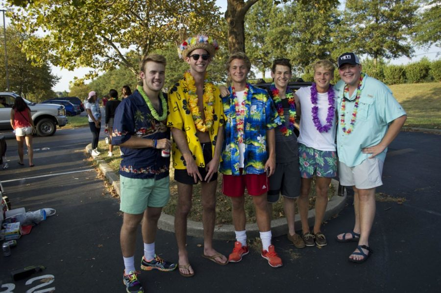 A few seniors pose for a picture at the Junior/Senior tailgate.