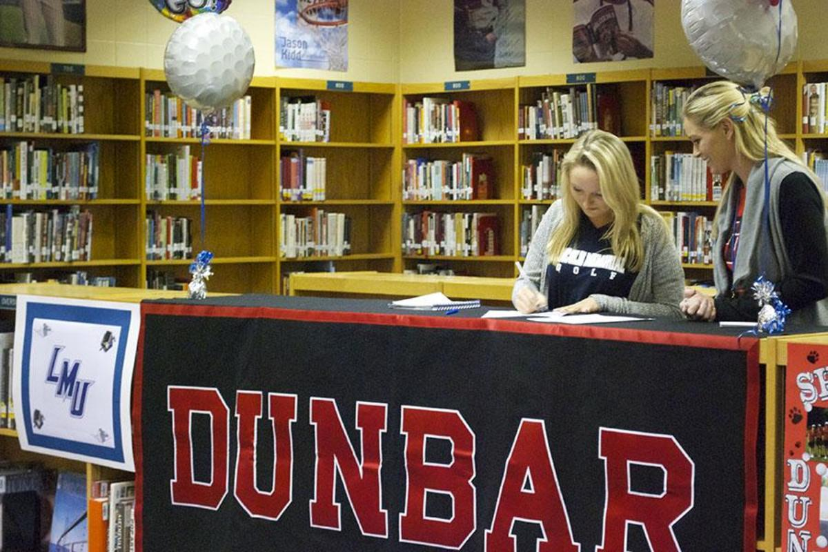 Shelby Campbell signs with Lincoln Memorial University