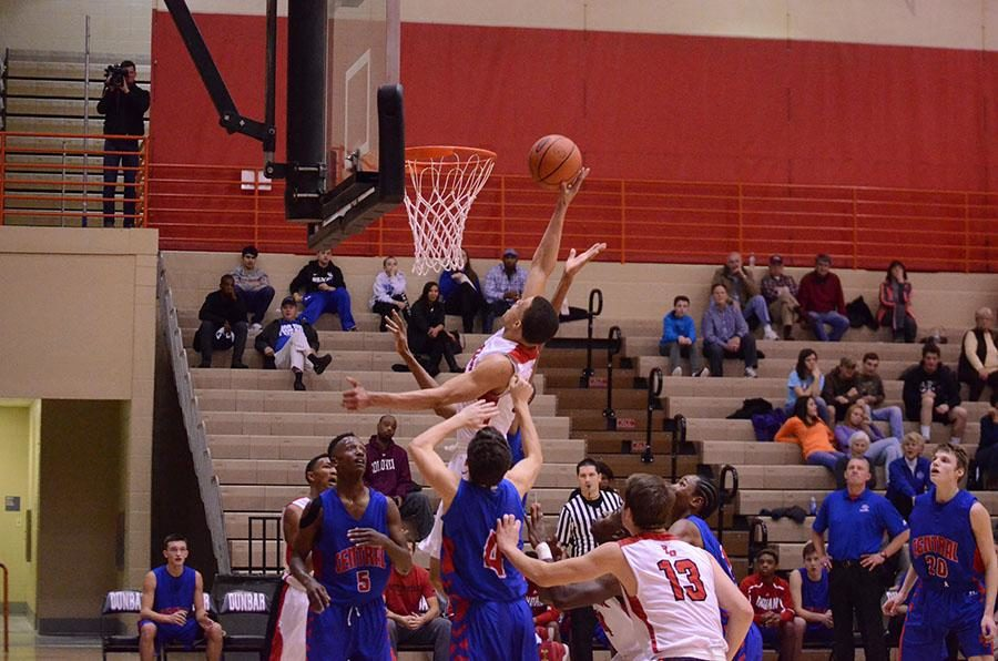 Darius Williams shoots a lay-up despite the opposing players around.