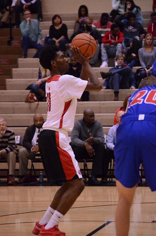 Taveion Hollingsworth shoots a free-throw.