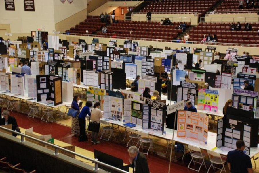 Students+compete+at+the+2016+KYSEF+at+EKU.