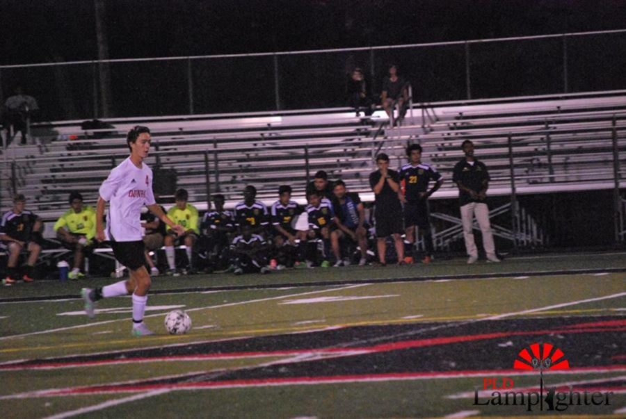 #4 Michael Vanderburg proceed with the ball