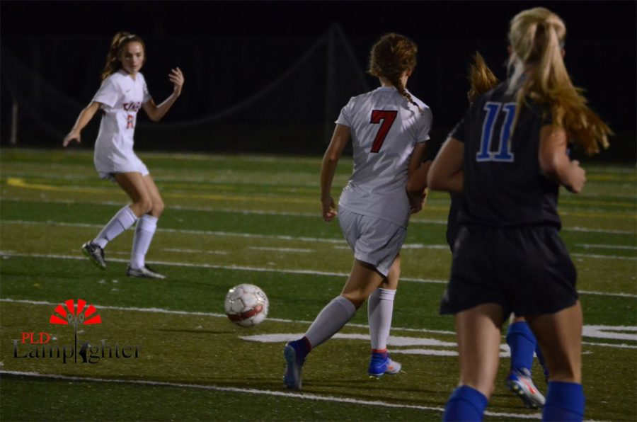 Molly Mohr, #7, passes the ball.