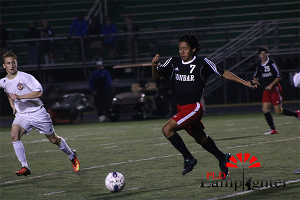 #7 Eddy Andrade chases the ball.