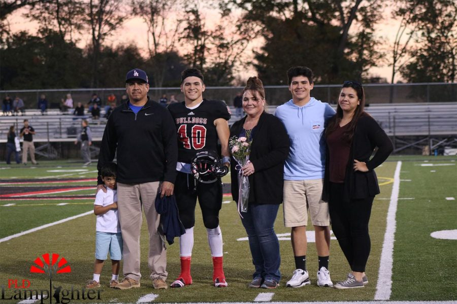 Luke Hernandez (#40) and his family pose for a photo.