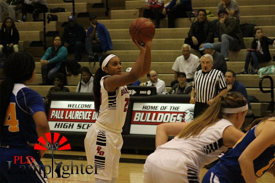 Mashayla Cecil shoots a free throw.