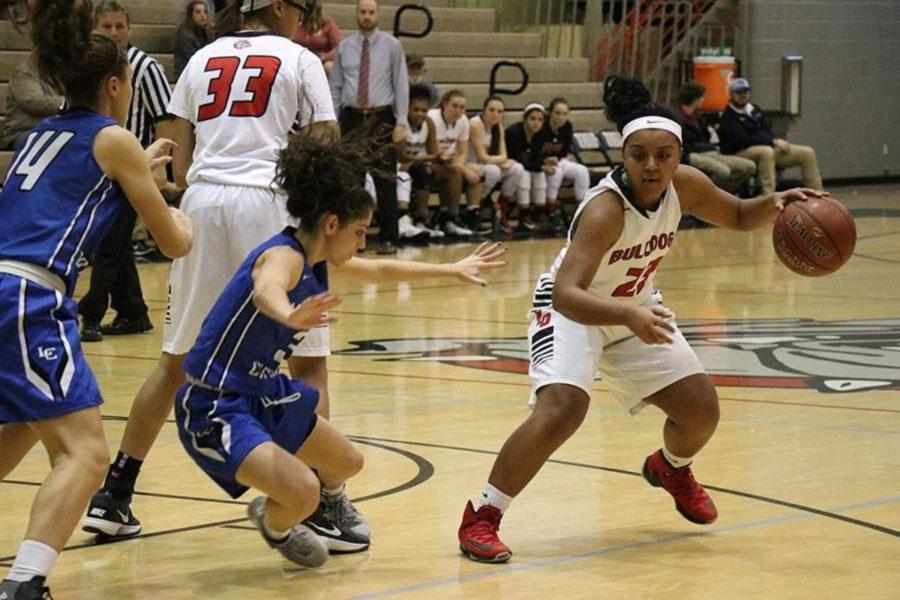 Bulldogs Continue Winning Streak Against Lexington Catholic