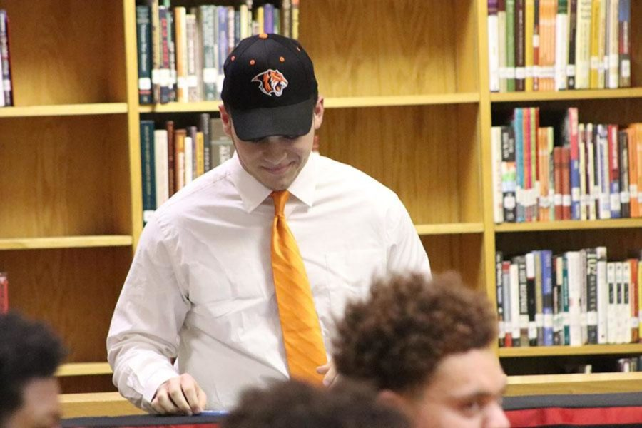 Luke Hernandez signed to Georgetown College.