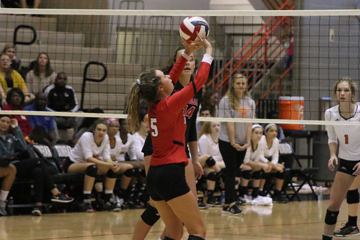 Volleyball Sweeps Senior Night