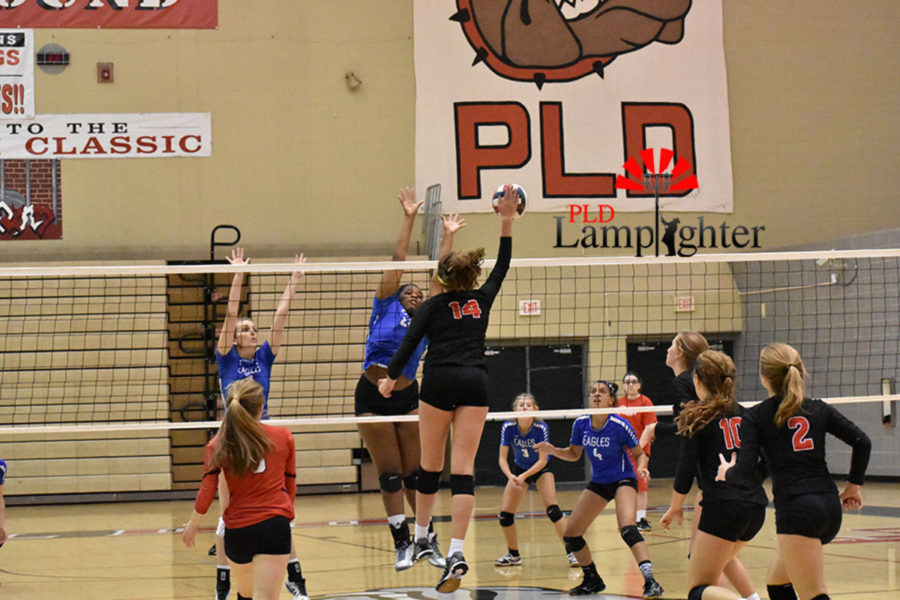 #14 Eleanor Davis explodes in for a strong attack against a big block.