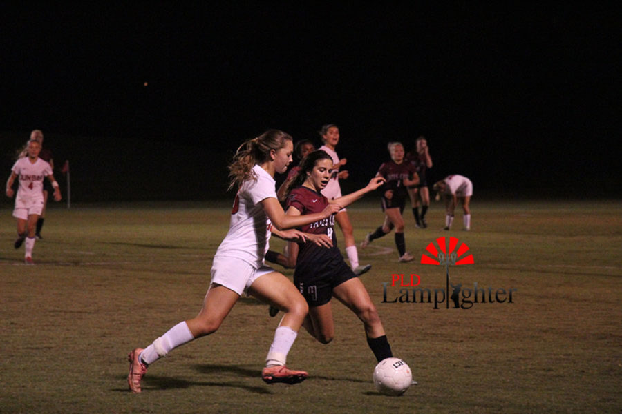 #13 Taryn Thomas fights for possession of the ball.