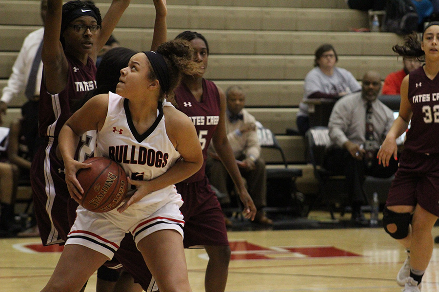Girls' Basketball Rolls Over Commodores