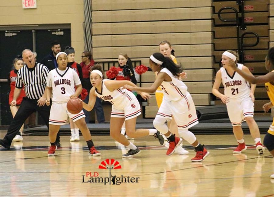 #5 Elise Ellison-Coons starting the transition offense after the Bulldogs took the ball from the Flyers