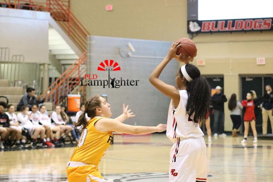 #20 Junior Cheyenne Fullwood searching for a teammate to pass the ball to.