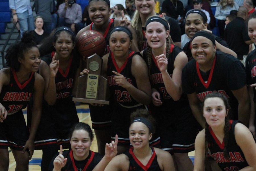 Dunbar Rolls Past Lafayette in District Finals