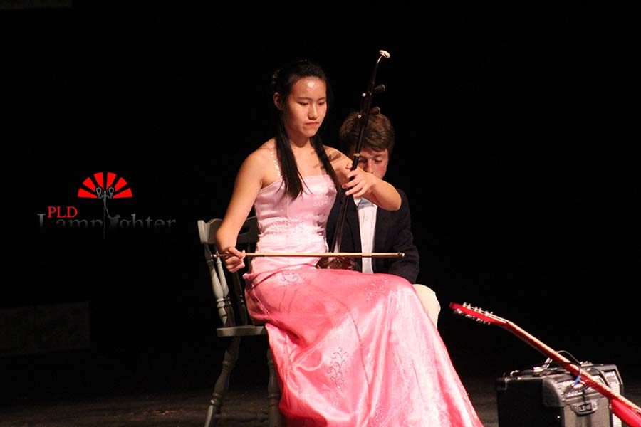 Maggie Fan playing erhu during the talent show.