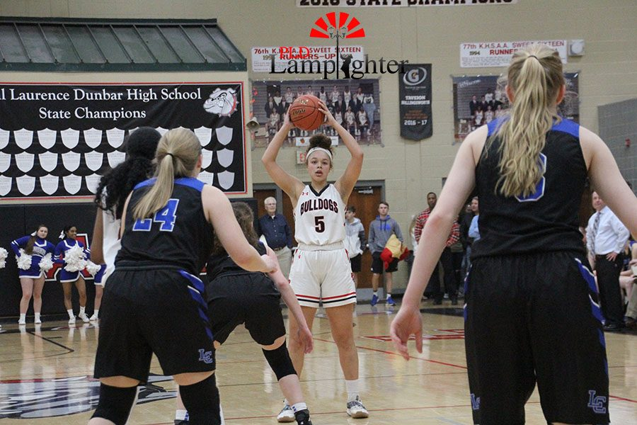 #5 Elise Ellison-Coons looking for an open pass in the paint.
