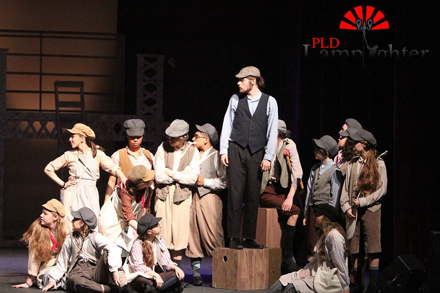 Max+Taylor%2C+as+lead+Jack+Kelly%2C+leads+his+Newsies+in+a+strike+against+Mr.+Pulitzer.+