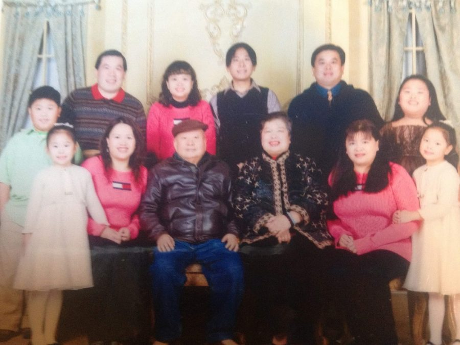 A picture of Sandy Tang's third generation family when she was eight years old.