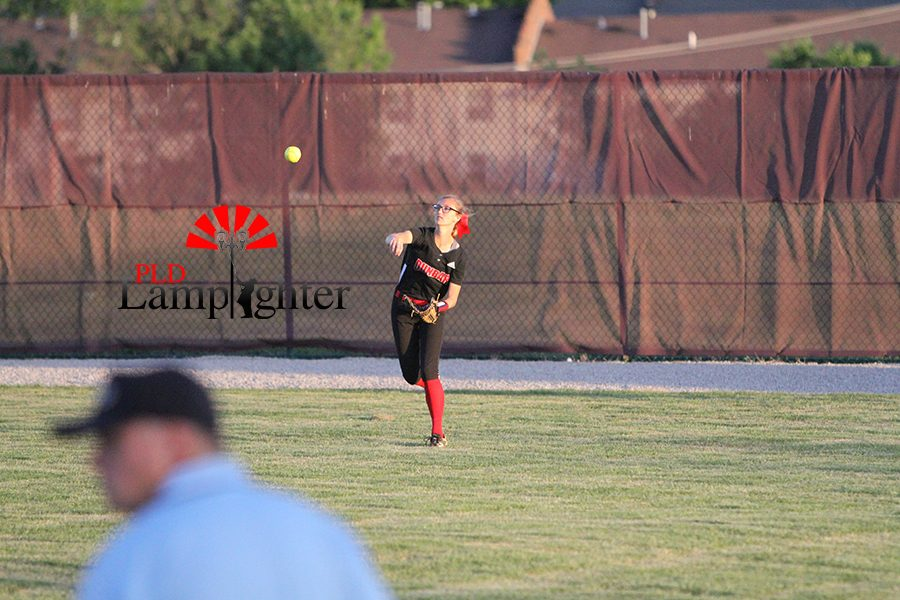 #4 Kennedy Messer throwing to her  cut off.