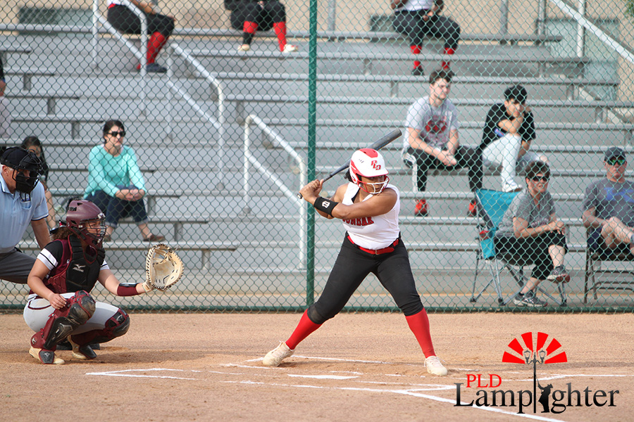 %239+Yanna+Marrow+sets+up+to+hit+the+ball+after+the+pitcher+pitches+the+ball.