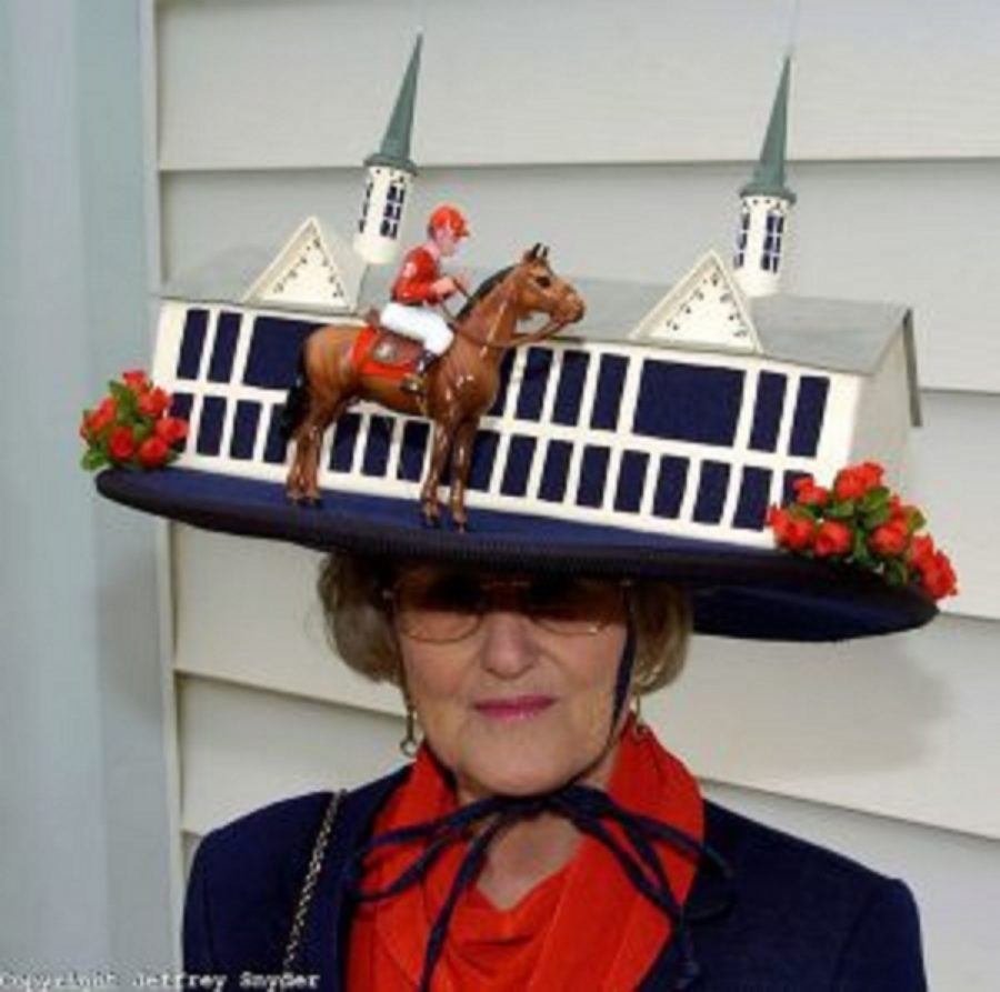 A picture of a really crazy Kentucky Derby hat.