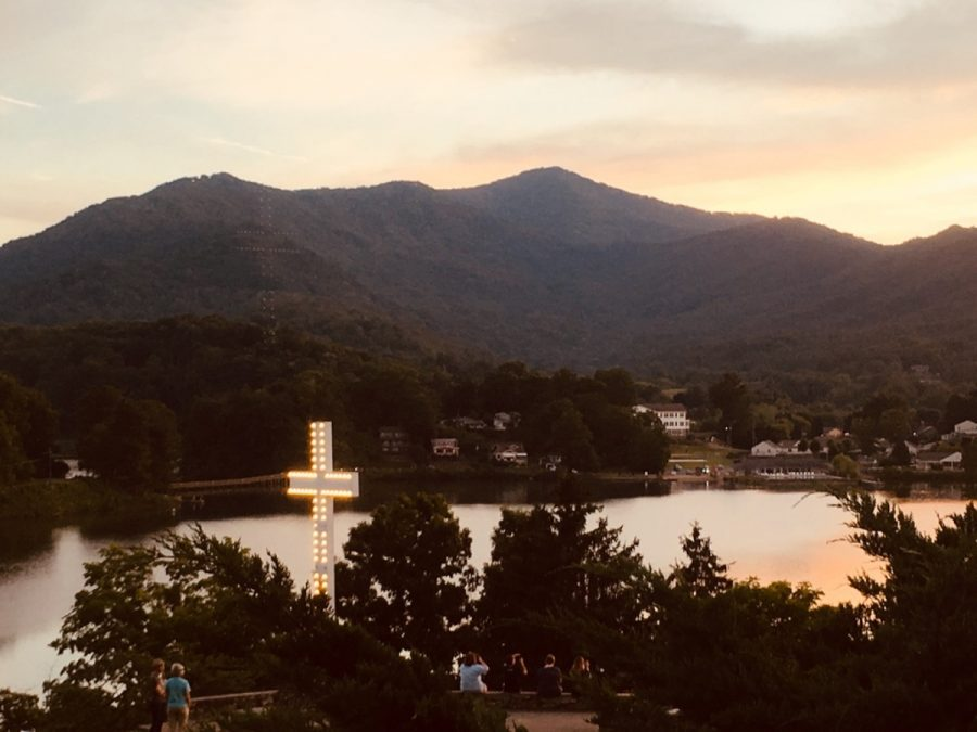 Inspiration point at Lake Junaluska with the sun setting behind the mountains.