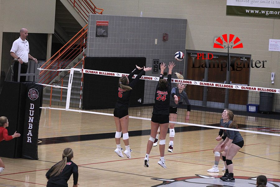 #24 Eleanor Davis and #6 Katelin Ethington jump up to attempt to block the opponents shot.