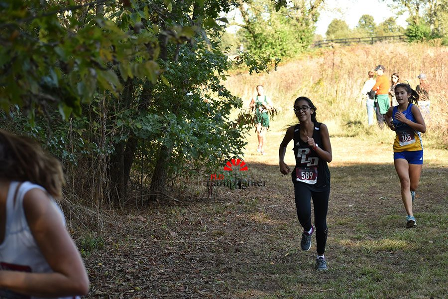 Jenna Zohary, who finished with a time of 25:51.88, making the turn to head uphill toward the prison loop.