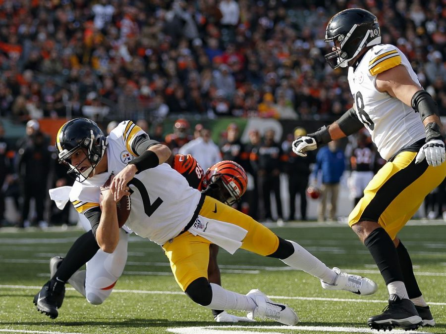 Steelers quarterback Mason Rudolph lunges to get more yards.