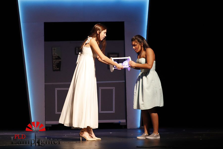 Olivia Wells (Katherine) and Camile Radhakrishnan(Ellie) are trying to switch back into their original bodies with the magical hour glass.
