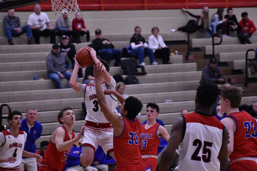Boys' Basketball Team Falls to Madison Central