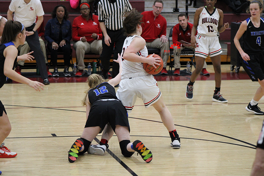 Kenzie Sizemore (#24) fights aggressively for the ball to maintain possession.