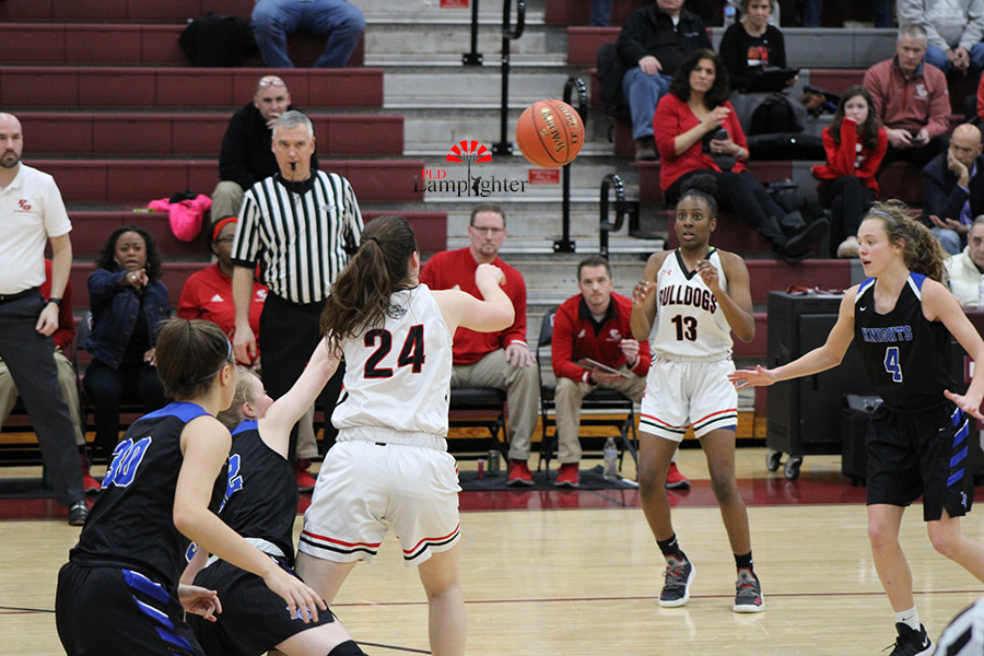 Sophomore Kenzie Sizemore (#24) passes the ball to her teammate to avoid a turnover.