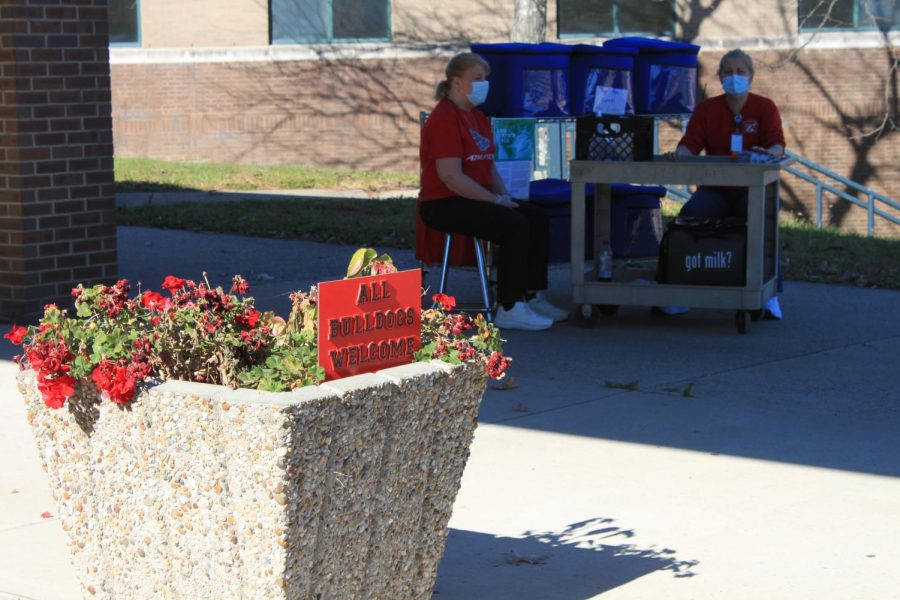 Every week families can pick up meals at the front of the school entrance.