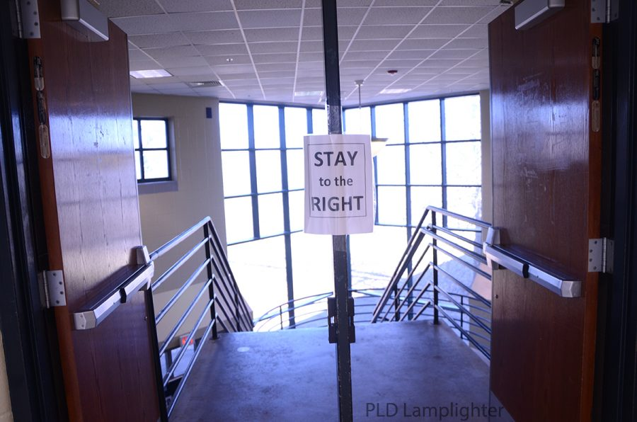 Another stay right sign to remind students to be on the correct side of the stairs when going up or down in order to maintain social distancing.